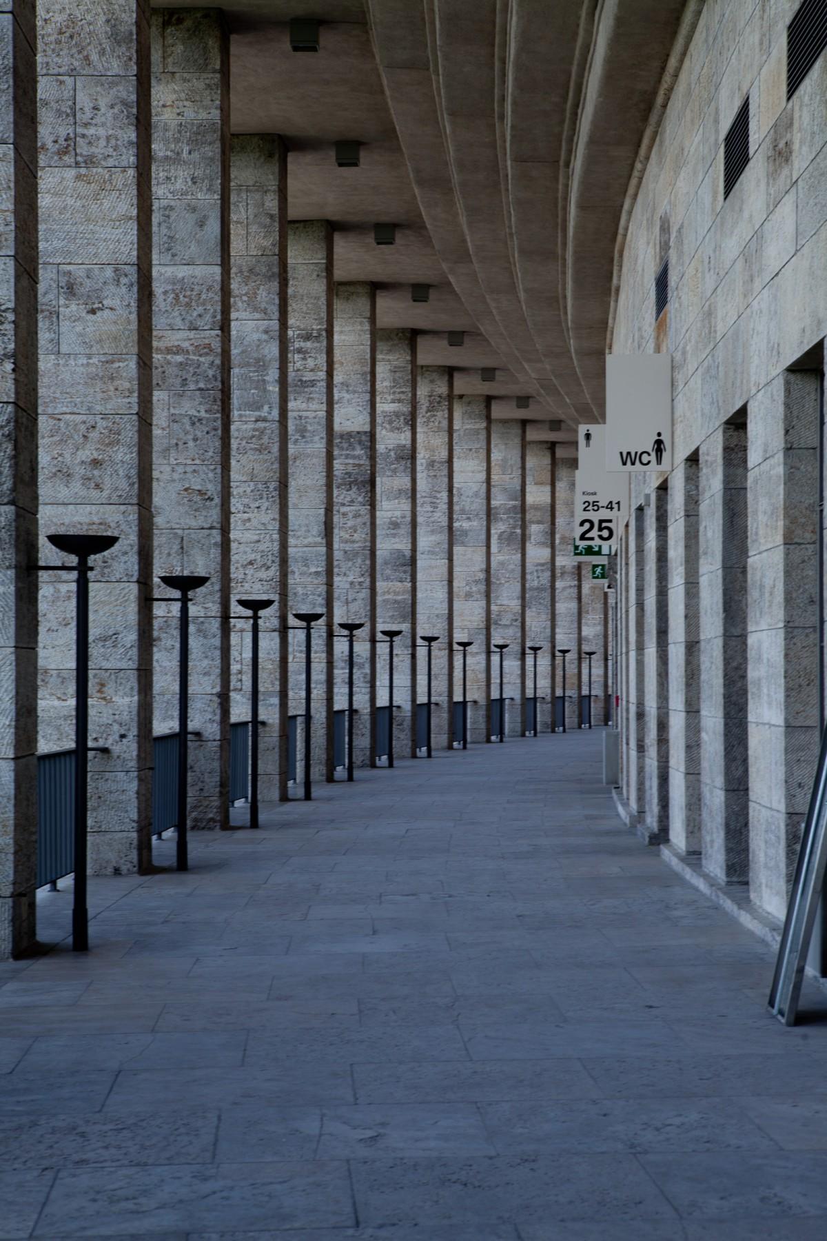 Olympiastadion columns