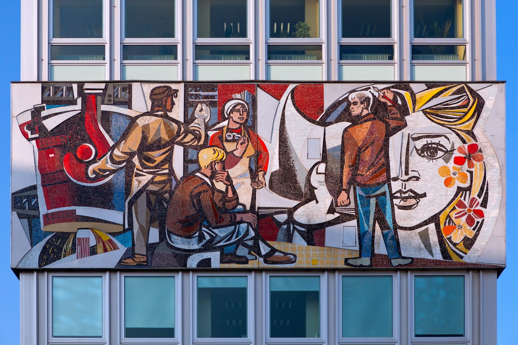 Haus des Lehrers mural