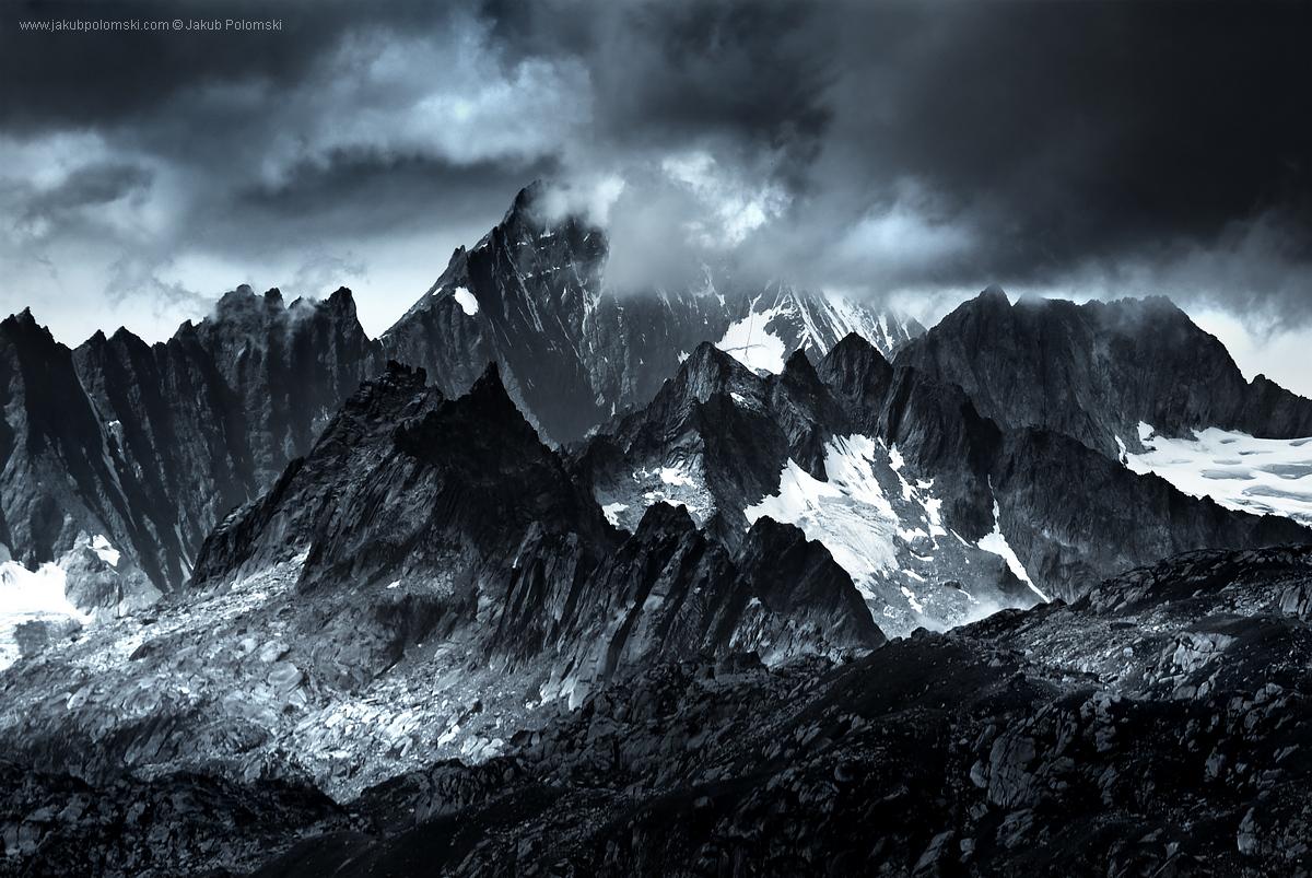 MONOCHROMATIC_Alps_08
