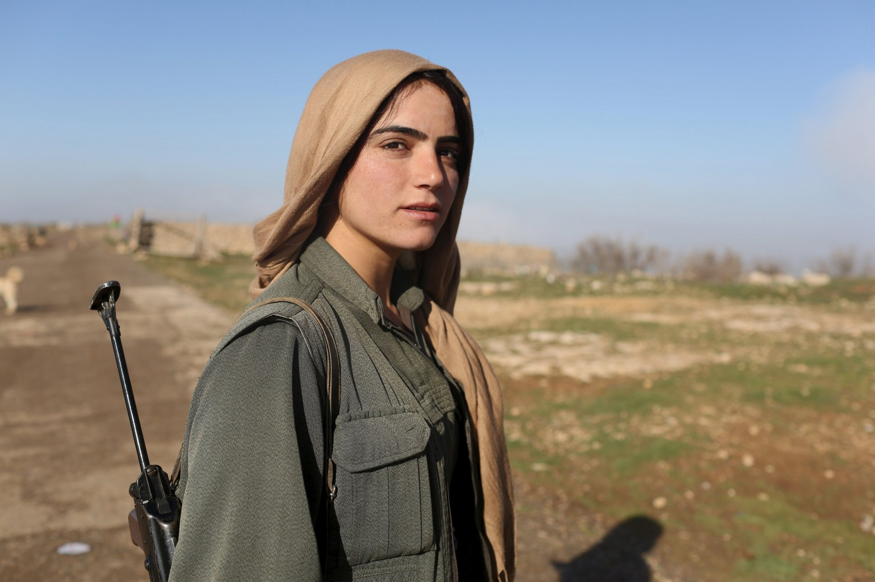Wider Image: Kurdish Women Battle Islamic State