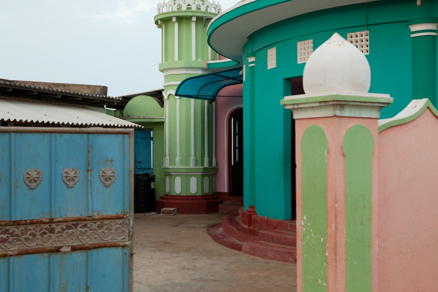 Colourful walls on the Idroos Jumma Mosque in Puttallam on the west coast of Sri Lanka.