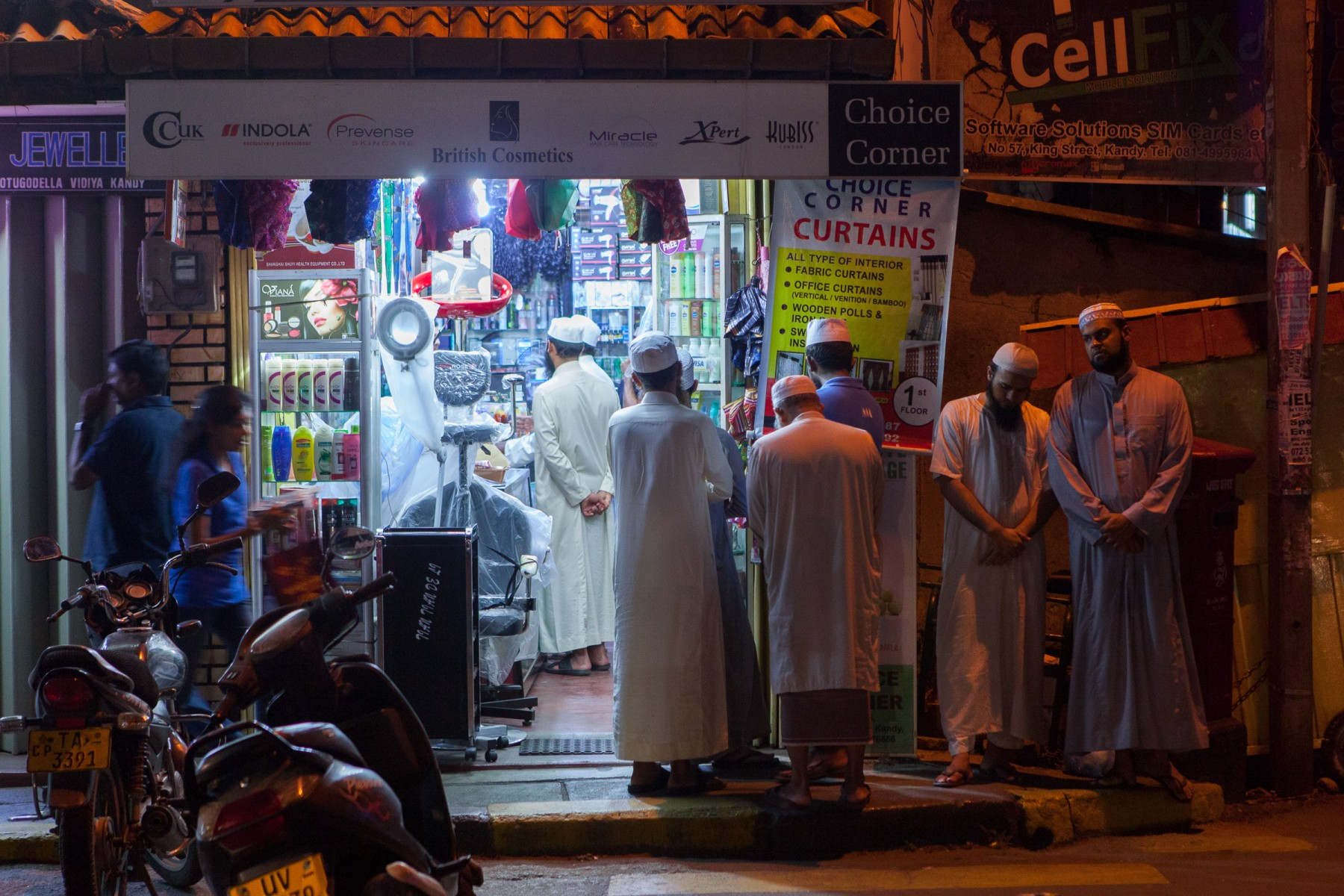 Sri Lankan Muslims on Senanayake Veediya after attending a nearby Mosque.  Some of Kandy's Muslim population may be the descendants of Moorish refugees who were displaced by Portuguese colonists in the 16th and 17th centuries and were subsequently offered sanctuary by the Sinhalese ruler King Senarat of Kandy.