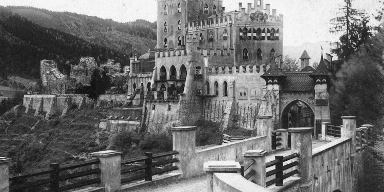 Photo of Schloss Itter taken before the war.