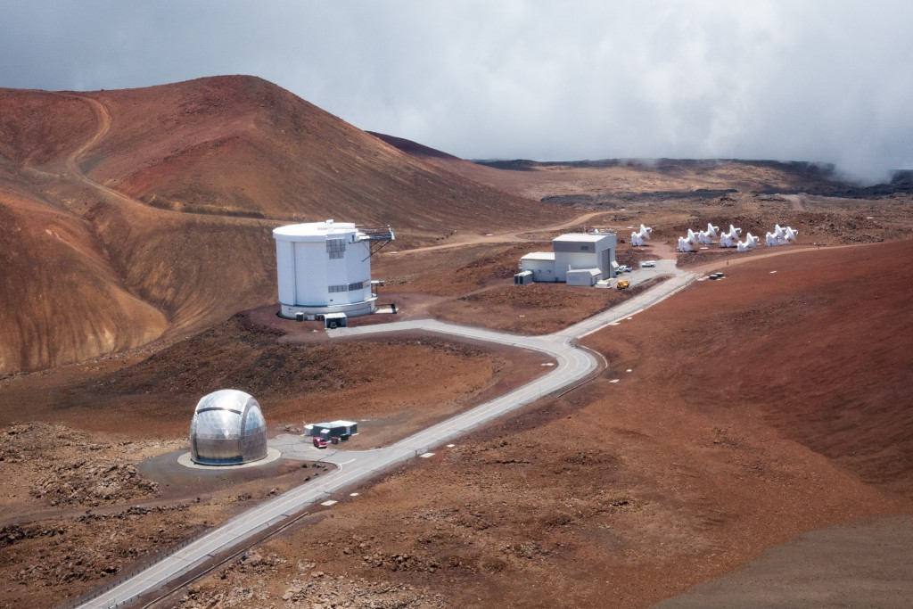 The Mauna Kea Observatories (MKO) complex at the top of Hawaii's highest peak provide close to ideal viewing conditions due to the lack of light pollution, low humidity, high elevation and position right on the equator. The summit of Muna Kea sits at 4,205 meters above sea level.