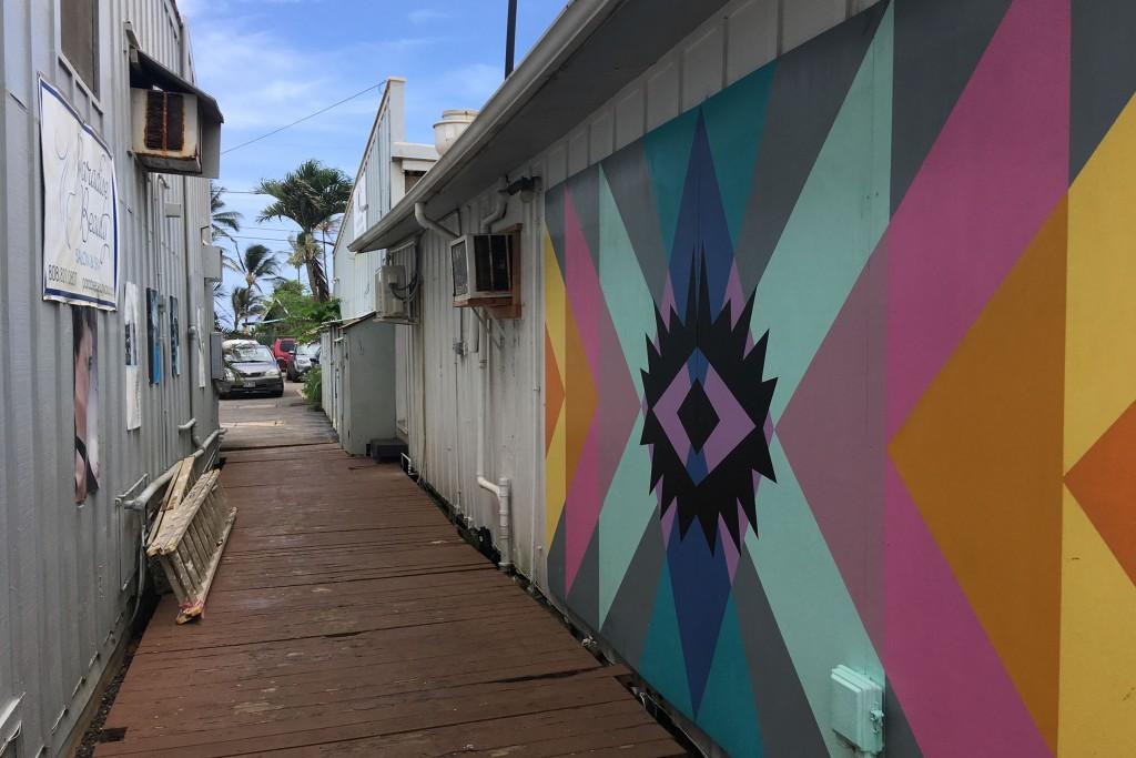 Street art in a laneway in Kapaʻa on Kauai.